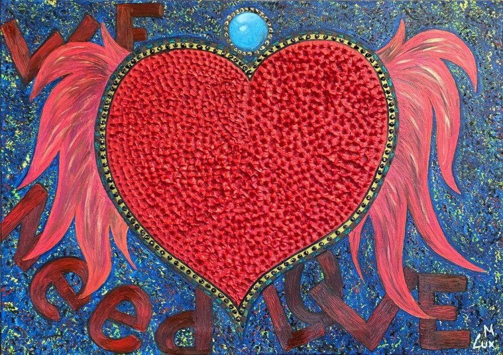 Gran corazón rojo con alas de ángel, también de color rojo, donde puede leerse We need love. Lienzo de Marco Lux perteneciente a la colección Mi visión