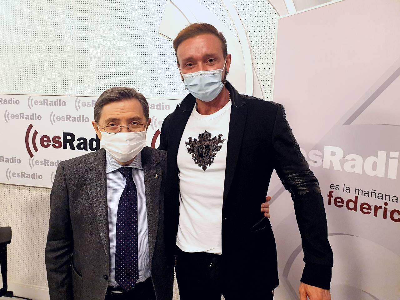 Marco Lux en el estudio de esRadio con el periodista y escritor Federico Jiménez Losantos